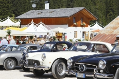 _mg_2762_panoramica auto car club davanti allingresso